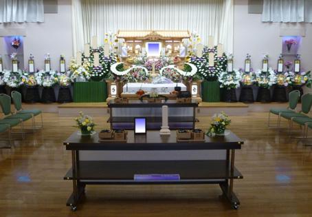 虹のホール富里 祭壇